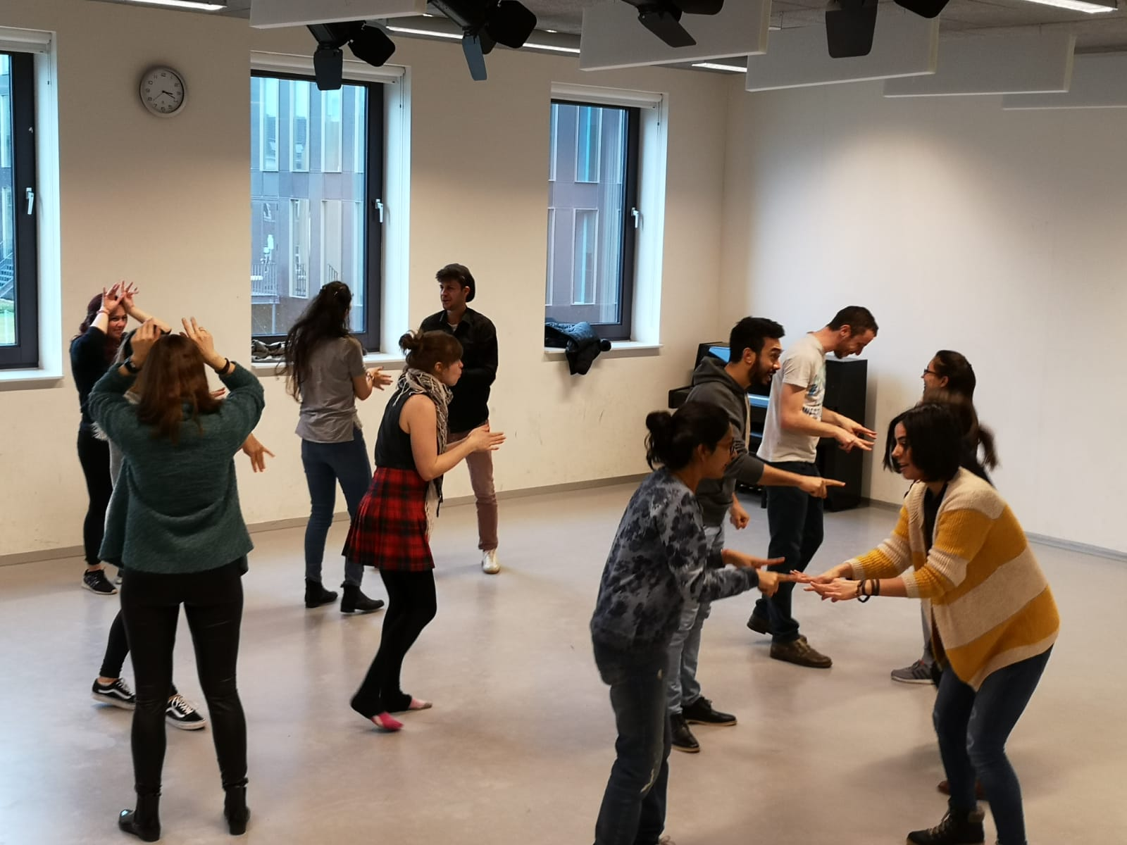 Improv Class Act Attack, group exercise. The team is divided into couples. People move their hands.